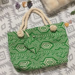 Handbags - 🦎 Green Aztec beach bag!